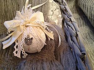 Кружевной шарик на елку в винтажном стиле, handmade
