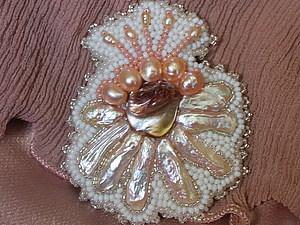 Вышитая брошь-цветок с жемчугом и перламутром. | Ярмарка Мастеров - ручная работа, handmade