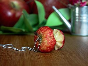 Лепим яблочный огрызок из полимерной глины. Ярмарка Мастеров - ручная работа, handmade.
