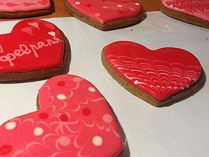 Расписываем пряники-сердечки на День святого Валентина. Ярмарка Мастеров - ручная работа, handmade.