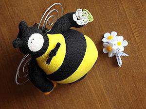 Простые цветы из бисера для украшения игрушек. Ярмарка Мастеров - ручная работа, handmade.