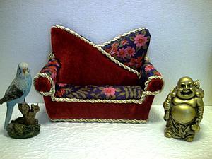 Мастерим мягкий диванчик для кукол. Ярмарка Мастеров - ручная работа, handmade.