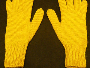 Перчатки, связанные на спицах. Ярмарка Мастеров - ручная работа, handmade.