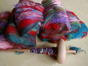 Прядение на веретене с элементами фактурной пряжи | Ярмарка Мастеров - ручная работа, handmade