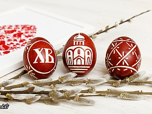 Окрашиваем пасхальные яйца в традиционном отваре луковых перьев. Ярмарка Мастеров - ручная работа, handmade.