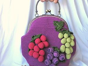 Сумочка 'Адель' с фермуаром, вязаная сумочка с виноградом, клатч.