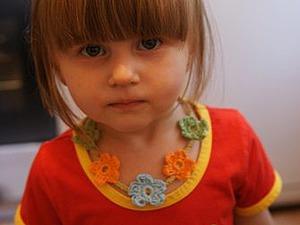 Вяжем крючком яркие бусы-цветочки для девочки. Ярмарка Мастеров - ручная работа, handmade.