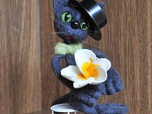 Валяем влюбленного котика. Ярмарка Мастеров - ручная работа, handmade.