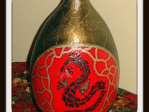 Бутылка шампанского и деревянный шар
