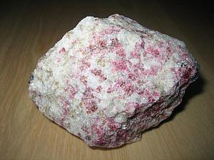 Эффектный эвдиалит — очень редкий драгоценный камень. Ярмарка Мастеров - ручная работа, handmade.