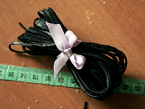 Делаем длинный кожаный шнурок из обрезков кожи. Ярмарка Мастеров - ручная работа, handmade.
