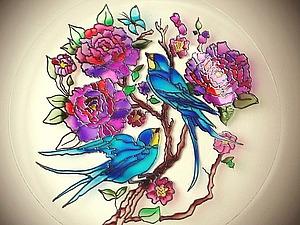 Витражная роспись тарелки: азы работы с неровной поверхностью. Ярмарка Мастеров - ручная работа, handmade.