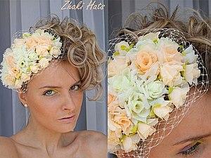 Необычная свадебная шляпка персиковых оттенков,крепление ободок,при желании можно сделать зажимы.