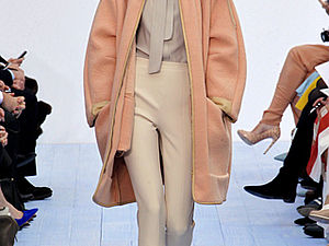 Модная женская одежда от Chloé на осень-зиму 2012/2013.