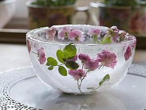 Нежные розы в ледяном плену. Ледяная розовая ваза