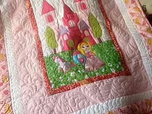 Приглашаю на аукцион: лоскутное одеяло для девочки