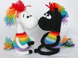 Вяжем крючком позитивный сувенир «Радужные лошадки». Ярмарка Мастеров - ручная работа, handmade.