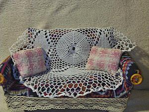 Простой способ изготовления кукольного диванчика для фотосессий. Ярмарка Мастеров - ручная работа, handmade.