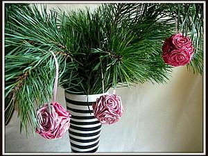 Новогодний шар из атласных роз   Ярмарка Мастеров - ручная работа, handmade