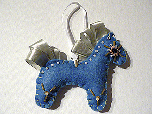 Новогодняя игрушка из фетра - лошадка. Ярмарка Мастеров - ручная работа, handmade.