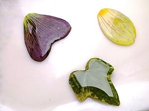 Заливаем лепестки и листья растений эпоксидной смолой. | Ярмарка Мастеров - ручная работа, handmade