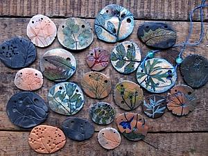 глиняный кулончик с отпечатками растений. Ярмарка Мастеров - ручная работа, handmade.