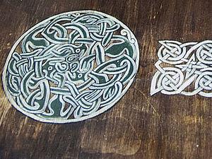 Кельтские мотивы и старый стол. Ярмарка Мастеров - ручная работа, handmade.
