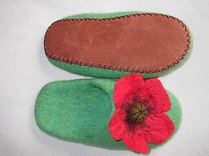 Подшивание подошвы к валяным тапочкам.. Ярмарка Мастеров - ручная работа, handmade.