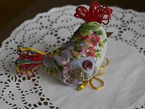 Курочка с пасхальным яйцом – подарок своими руками | Ярмарка Мастеров - ручная работа, handmade