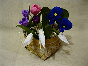 Плетеная корзиночка с цветами из крепированной бумаги, часть 1. Ярмарка Мастеров - ручная работа, handmade.