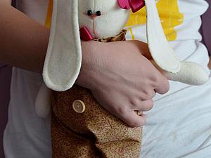 Зайка из флиса: шьем ушастого друга. Ярмарка Мастеров - ручная работа, handmade.
