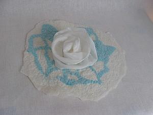 Шелковые цветы и ламинирование как элементы декора в валяных изделиях | Ярмарка Мастеров - ручная работа, handmade