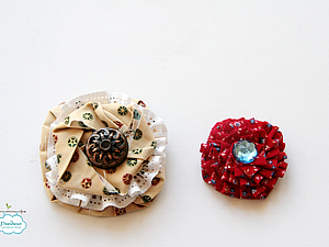 Новогодние цветы-броши из ткани.. Ярмарка Мастеров - ручная работа, handmade.