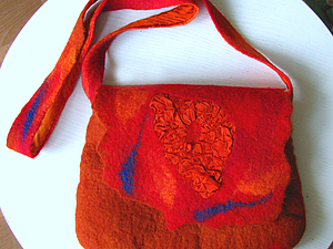 Валяная сумка с шелком