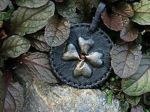 Изготавливаем кожаный брелок с объемным четырехлистником. Ярмарка Мастеров - ручная работа, handmade.