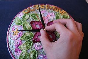 Создаем вязаные часы для весеннего декора интерьера. Ярмарка Мастеров - ручная работа, handmade.