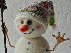Снеговик под ёлочку: делаем игрушку в технике сухого валяния шерсти. Ярмарка Мастеров - ручная работа, handmade.