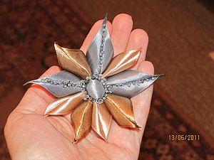 Мастерим оригинальный цветок из атласных лент и бисера. Ярмарка Мастеров - ручная работа, handmade.