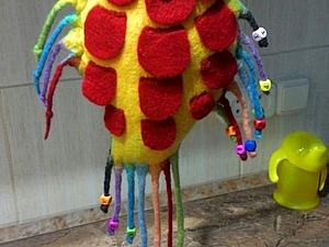 Валяем яркую игрушку для малыша. Ярмарка Мастеров - ручная работа, handmade.