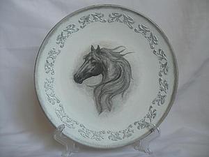 Декорирование круглой тарелки по принципу вживления. Ярмарка Мастеров - ручная работа, handmade.