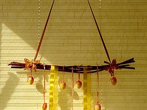 """Пасхальная """"Качелька"""" на окно.. Ярмарка Мастеров - ручная работа, handmade."""