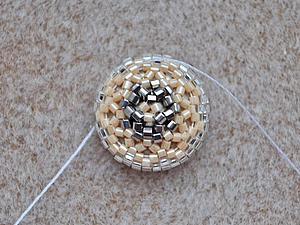 Как оплести бисером обратную сторону кристалла Сваровски риволи 14 мм. Ярмарка Мастеров - ручная работа, handmade.