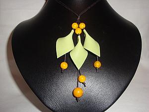 Немножко кожи, несколько бусин и весеннее украшение готово | Ярмарка Мастеров - ручная работа, handmade