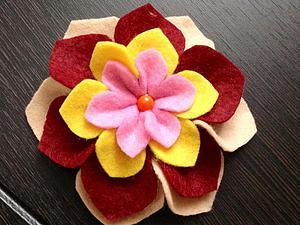 Делаем милый цветок из фетра. Ярмарка Мастеров - ручная работа, handmade.