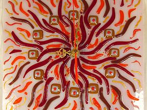 Настенные часы «Огненный цветок» в технике фьюзинг. Ярмарка Мастеров - ручная работа, handmade.