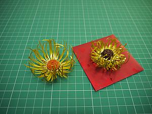 Мастерим новогодние украшения из доступных материалов. Цветы их упаковочных лент. Ярмарка Мастеров - ручная работа, handmade.