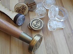 Штампы для печати на бумаге и сургуче из разных материалов.. Ярмарка Мастеров - ручная работа, handmade.