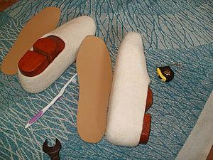Как я делаю подошву на тапки.  Микропористая резина бывает разных расцветок и толщины.  В примере я использую...