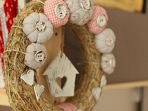 Декорирование свежего весеннего венка. Ярмарка Мастеров - ручная работа, handmade.