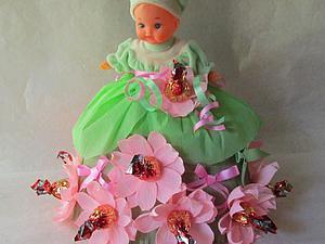 Как создать милую композицию из куклы и конфет. Ярмарка Мастеров - ручная работа, handmade.